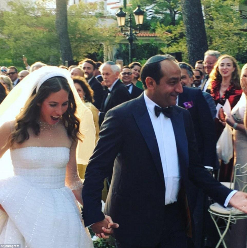 Eles fazem: Alberto Mugrabi, 46, e Colby Jordan, 23, se casaram no fim de semana (acima)