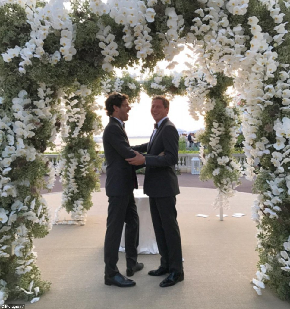Momento mágico: Dois dos convidados do sexo masculino no casamento posar para uma foto durante as núpcias (PC Valmorbida e Alex Acquavella acima)