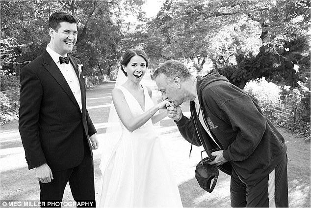 Tom Hanks Photobombs Bride And Grooms Wedding Pics And They Couldnt Be Happier