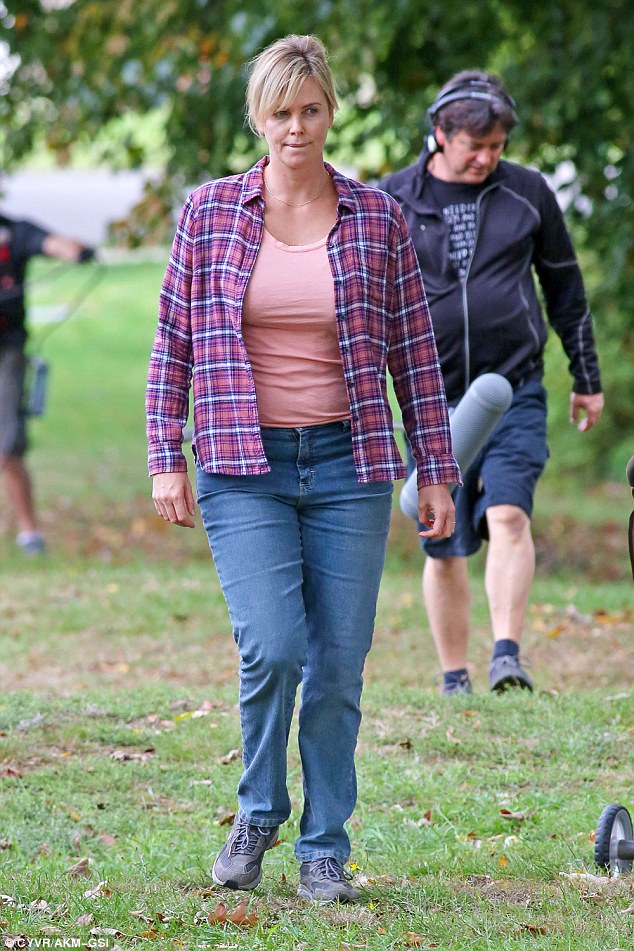 Charlize Theron shows fuller figure on set of Tully amid ... Charlize Theron Weight